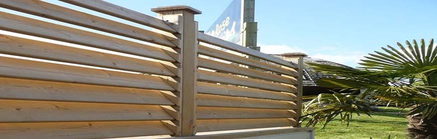 Clôture persienne en bois